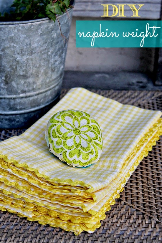 http://www.thecentsiblelife.com/2013/05/diy-mothers-day-gift-napkin-weights/