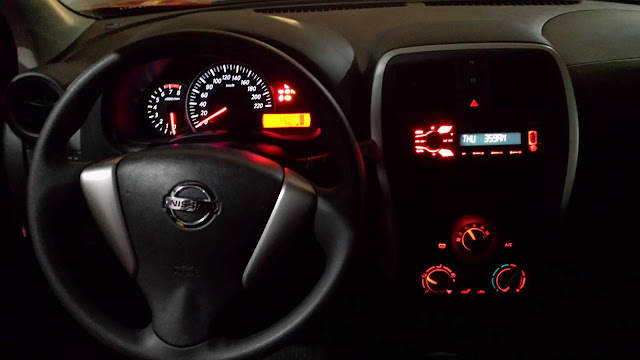 Nissan March 2016 - interior