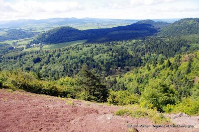 Le Puy de Lassolas, dans la chaîne des Puys.