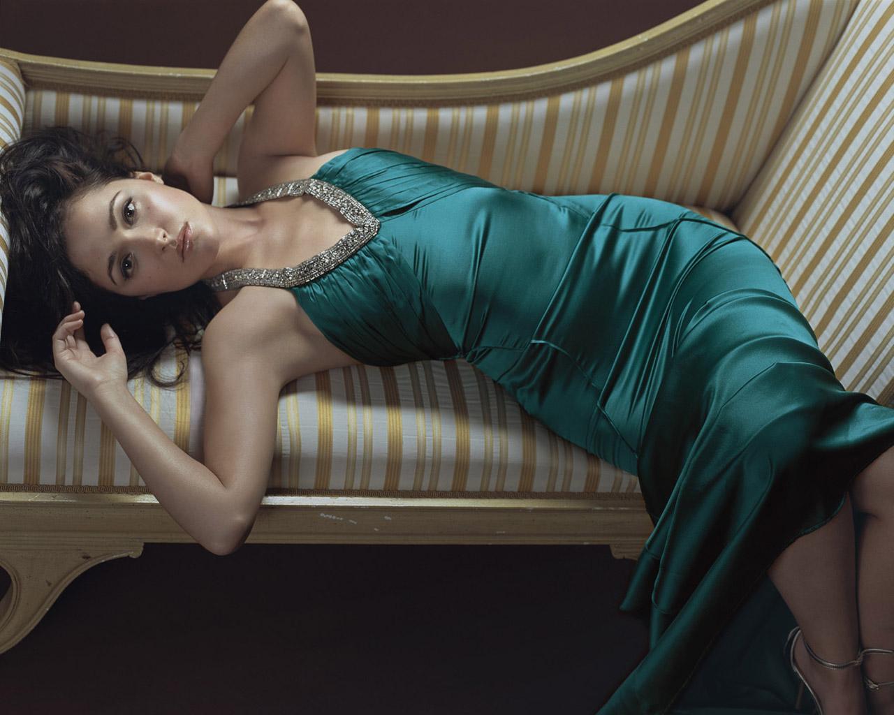 http://2.bp.blogspot.com/-f0upwLUFmbo/Tf4o2xgO-hI/AAAAAAAADhk/YbPMGabQ2Rw/s1600/Rose-Byrne-Wallpaper-2.jpg