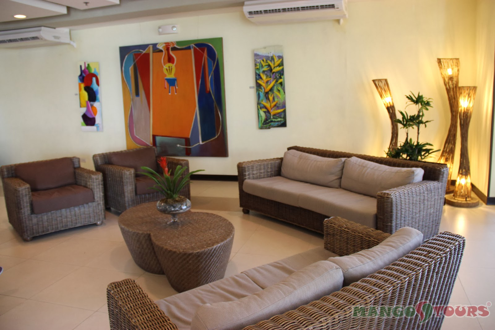 Mango Tours Microtel by Wyndham Mall of Asia lobby