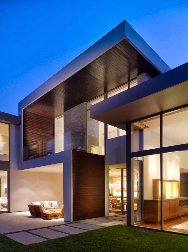Facade of Beautiful house by Belzberg Architects Group at night