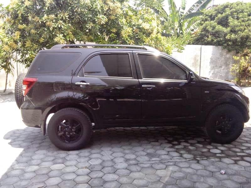 modifikasi mobil terios hitam