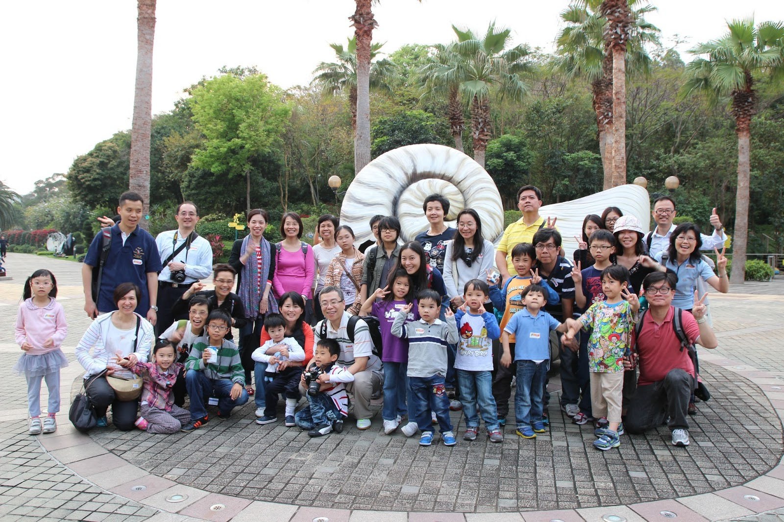 Guests and family members are happy with the educational trip to Solar Tower, Ma Wan