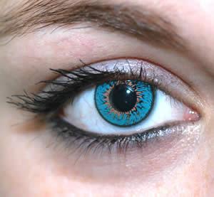 أسباب إنتفاخات تحت العين وطرق علاجها