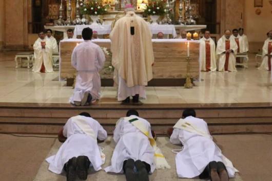 En Tarija, seis diáconos recibieron la ordenación sacerdotal de manos del Mons. Javier del Rio.