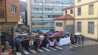 Cientos de personas se manifiestan a las puertas del hospital de Béjar