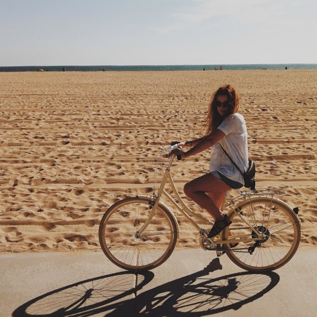 Bike ride with style in Santa Monica, Los Angeles.