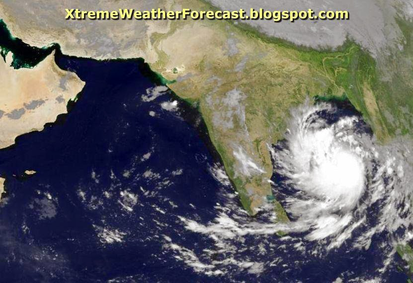 cyclone hudhud latest update a monster a category 4