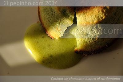 Coulant de chocolate blanco con pasta de pistacho