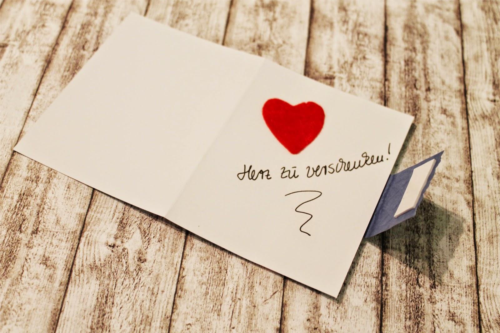 Selbstgebastelte Valentinstagskarte Herz zu verschenken
