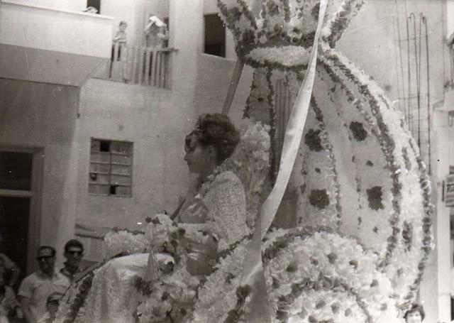 10 ασπρόμαυρες φωτογραφίες από την παρέλαση αρμάτων στα ανθεστήρια της Έδεσσας του έτους 1970