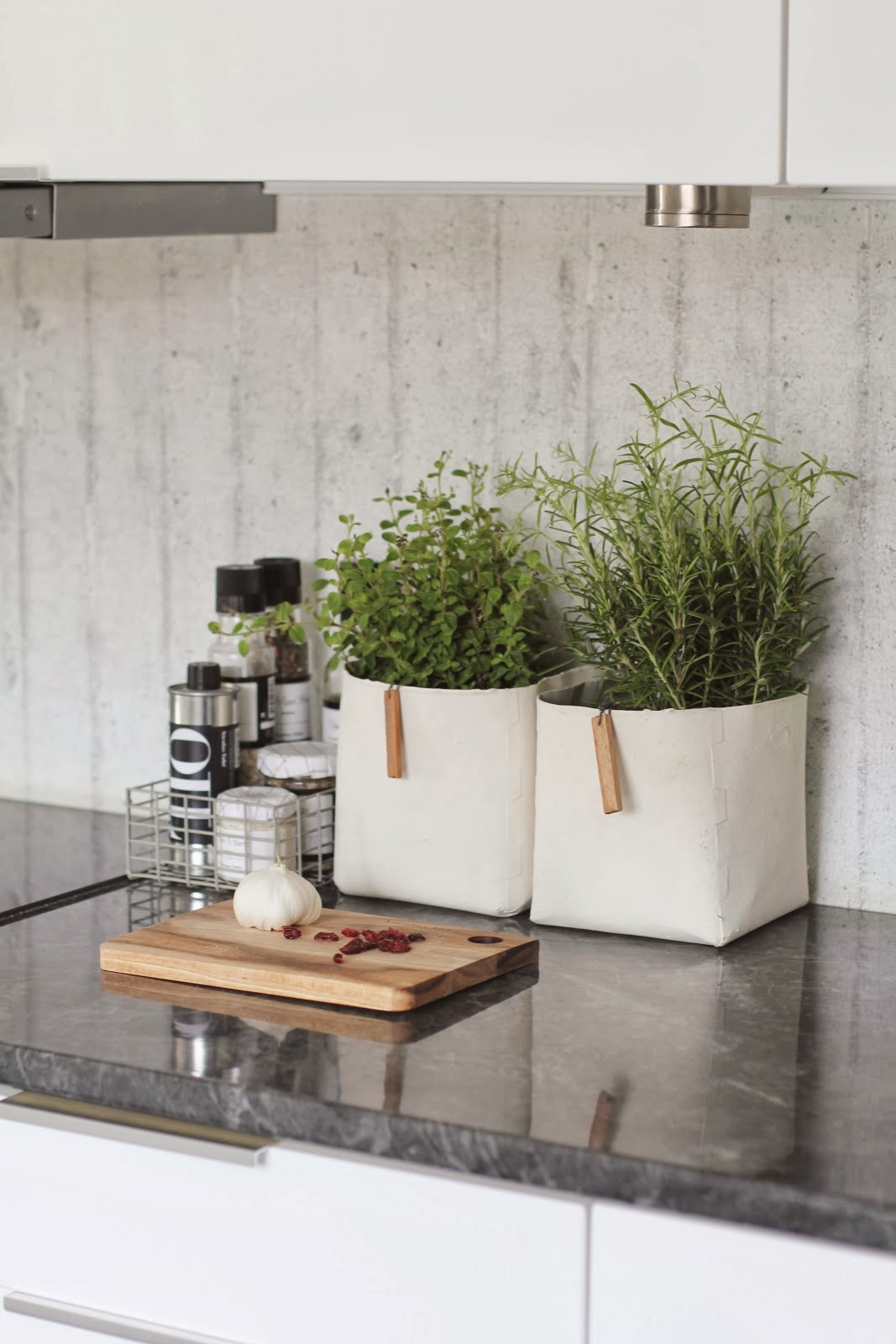 T d c interior styling kitchen corners for Decoratie vensterbank keuken