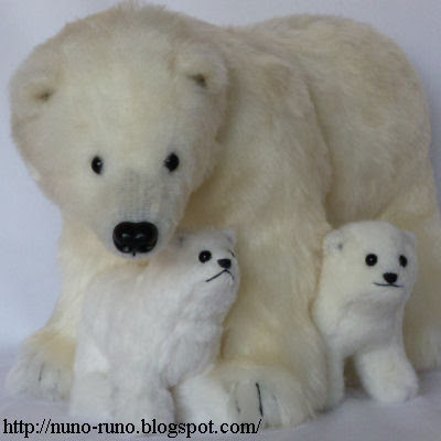 Polar bear family