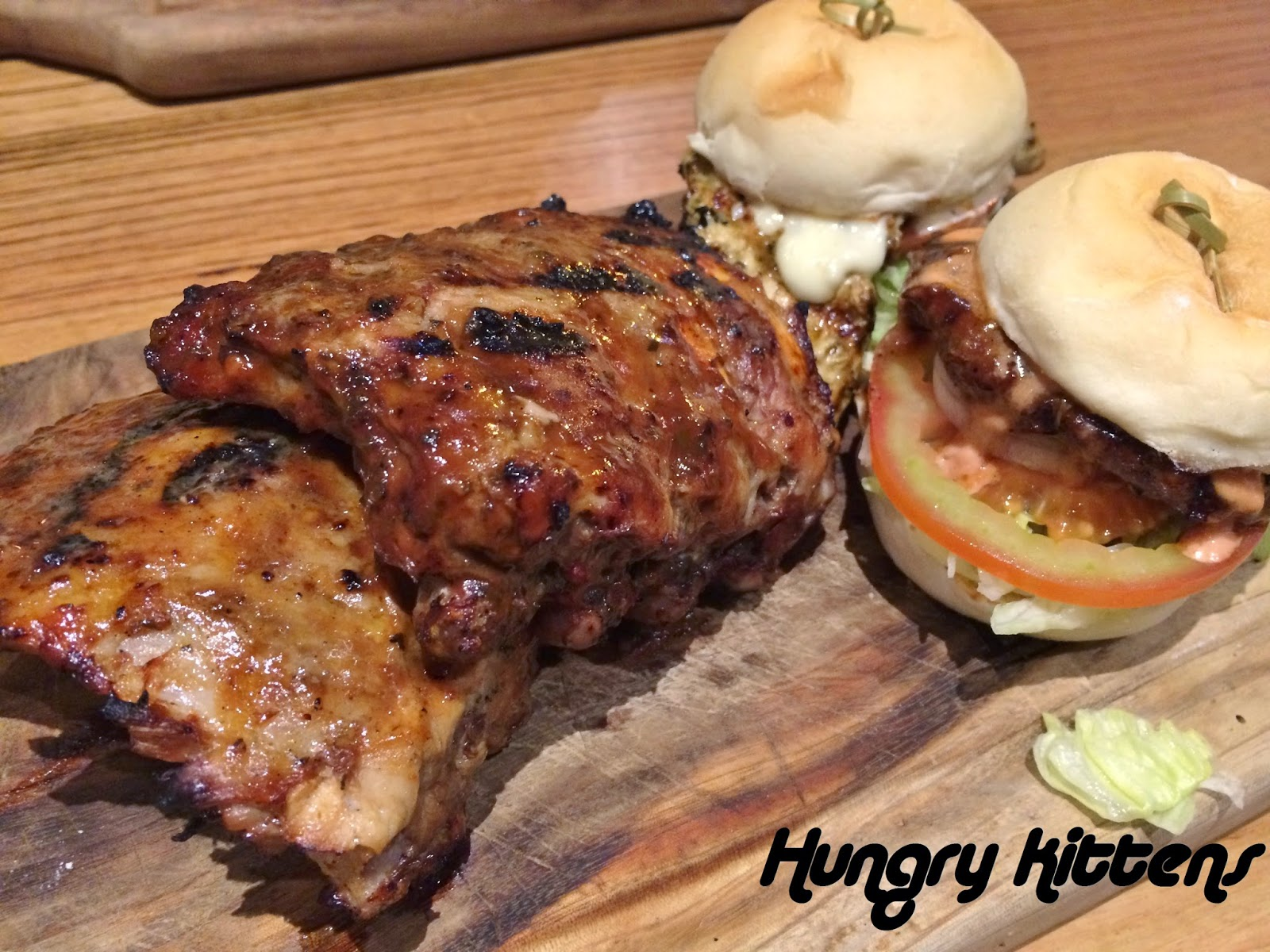 hungry kittens dinner at ribs and burgers. Black Bedroom Furniture Sets. Home Design Ideas