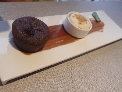 巧克力熔岩蛋糕配雪糕