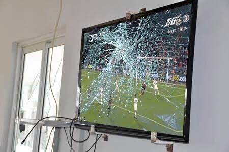 See what a man did to his TV after Man U lost their match tonight