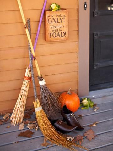 Escobas de bruja (decoracion disfraz Halloween)