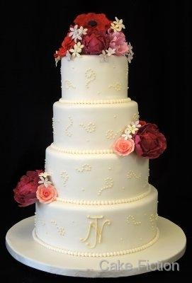 Burgundy Bouquet Ivory Wedding Cake