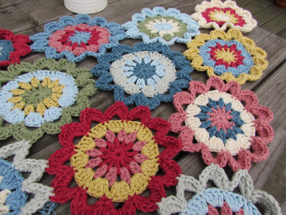 Colour Crochet Love: My holiday project - a Japanese flower scarf