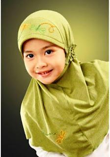 Gambar Foto Anak Perempuan Cantik Memakai Jilbab