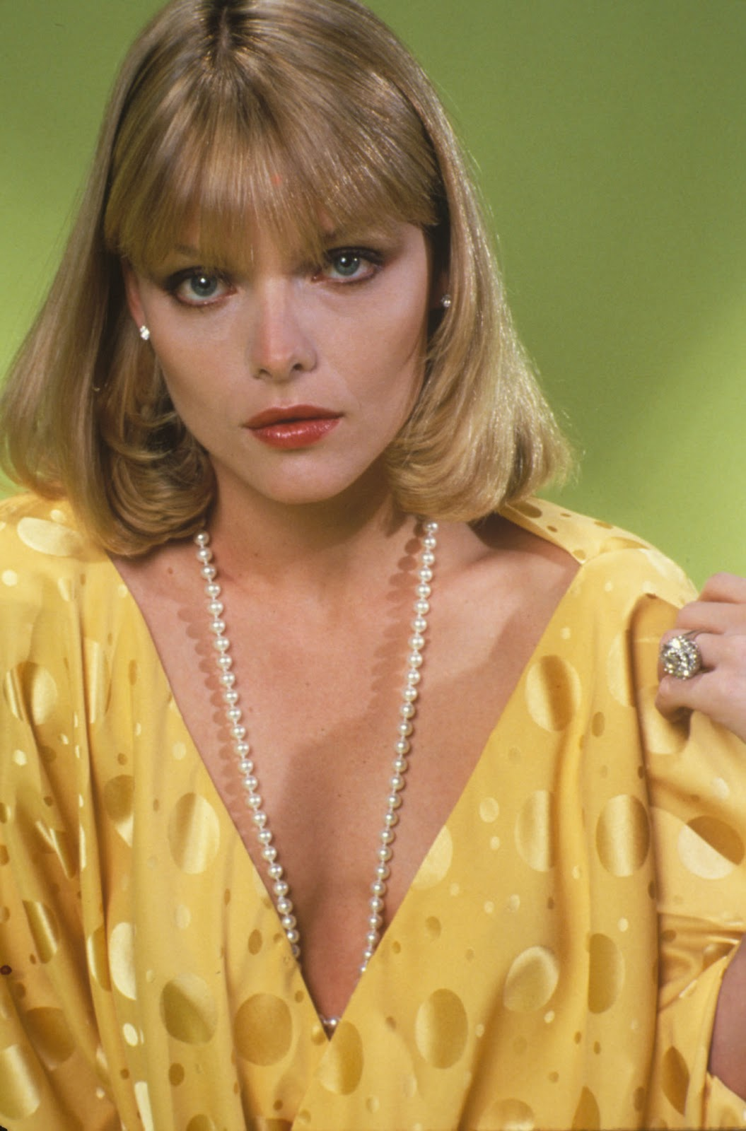 Michelle Pfeiffer 30 >> Young Celebrity Photo Gallery: Michelle Pfeiffer as Young Woman