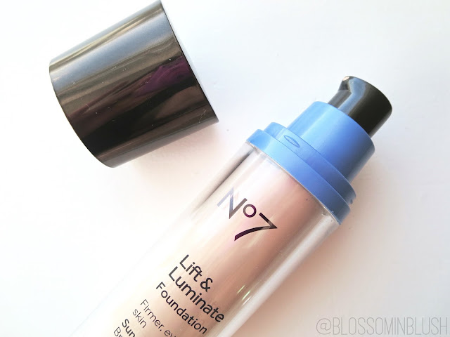 a picture of No7 Lift & Luminate Foundation SPF 15