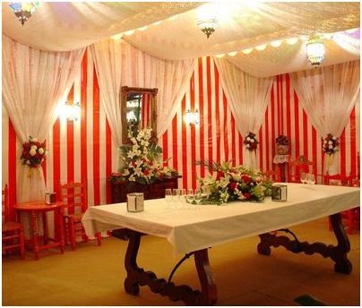M nica castillo una caseta en la feria de abril for Abril salon de fiestas