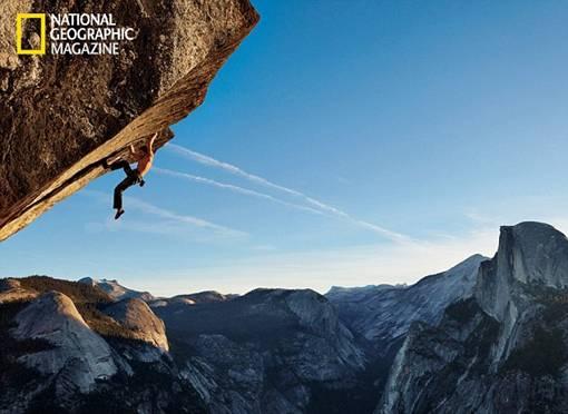 Foto Ekstrim Pendaki dan Jumper Tak Kenal Rasa Takut Pada Ketinggian Tanpa Tali Pengaman - ean Potter, salah satu pendaki tebing itu menempel pada tepi tebing Yosemite tanpa ada tali pengaman yang akan menahannya jika ia jatuh