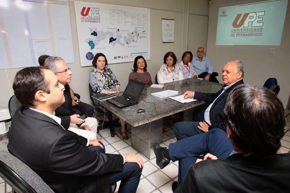 Governador eleito Paulo Câmara assume compromisso de investir mais na Universidade de Pernambuco