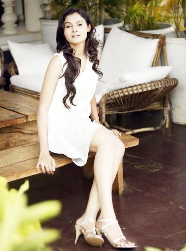 Andrea JeremiahTamil Actress latest photosStillsPictures navel show