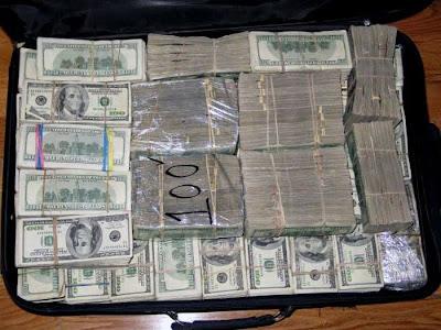 Montones de dinero en cada rincón…