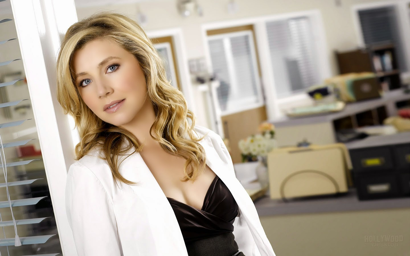 SARAH CHALKE_WALLSTOWN_IN_HOLLYWOOD ACTRESS_HOLLYWOOD CELEBRITIES