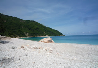 Visitindonesia; Kolbano Beach, A Unique Beach Alongside Colorful Pebbles Inwards Due East Nusa Tenggara