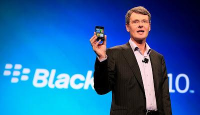 EN RIM apuntan alto para el lanzamiento de su nuevo Blackberry 10. En la compañía saben lo que se juegan con este lanzamiento y quizás esto les hace apuntar más alto de lo que luego podrán alcanzar. De momento han prometido 100.000 aplicaciones disponibles para el día de salida. Quizás estemos ante la última oportunidad de RIM por ponerse a la altura de Android, iOS o Windows Phone. Si con el lanzamiento de Blackberry 10 no logran ser relevantes puede que la compañía no dure mucho más. Por ahora lo poco que hemos visto del sistema pinta bien pero el