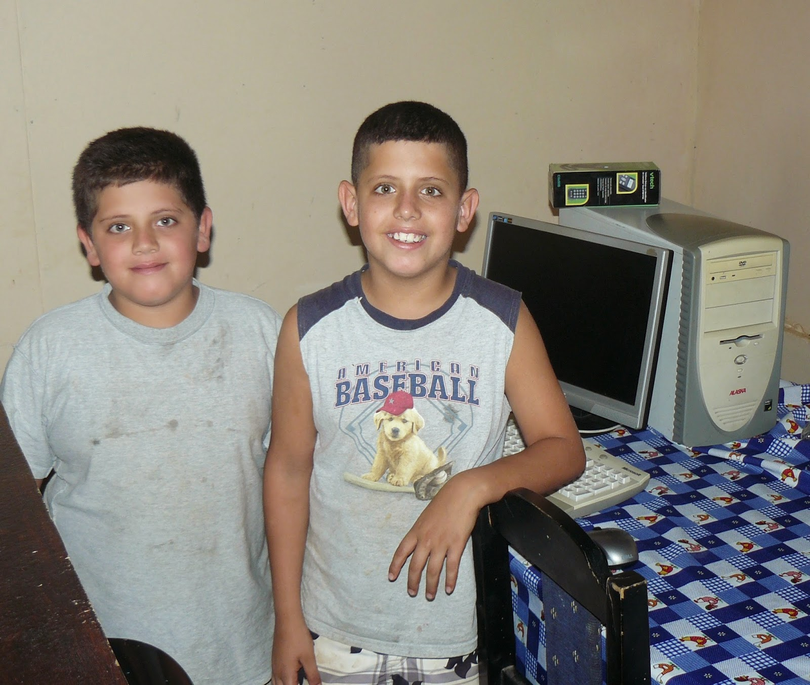 Two Costa Rican kids get their first PC