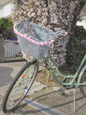 fahrradkorb blumenkette
