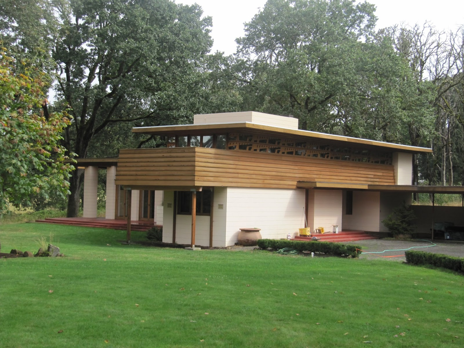 frank lloyd wright s gordon house in oregon the joy of traveling. Black Bedroom Furniture Sets. Home Design Ideas