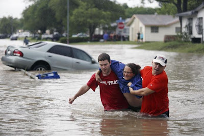 Banjir di San Antonio: Dua maut, 200 terkandas