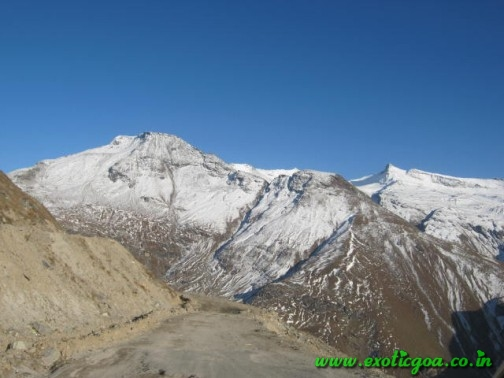 how to go rohtang pass from manali