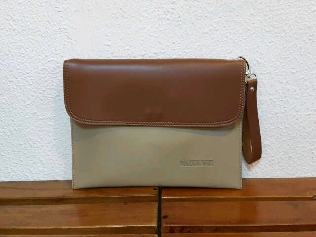 Clutch bag warna cokelat krem terbaru untuk cowok