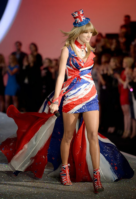 Celeb Diary Taylor Swift 2013 Victoria Secret Fashion Show
