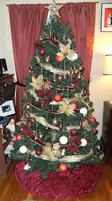 Red and gold Christmas Tree, decorating tips