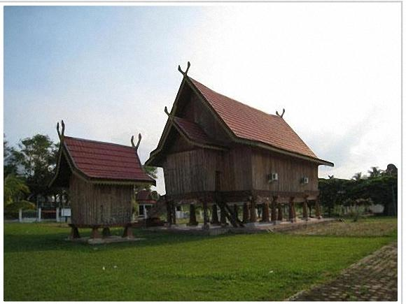 Download this Rumah Panggung Jambi picture