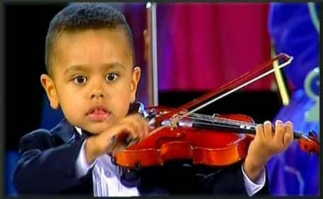 menino-3-anos-violino