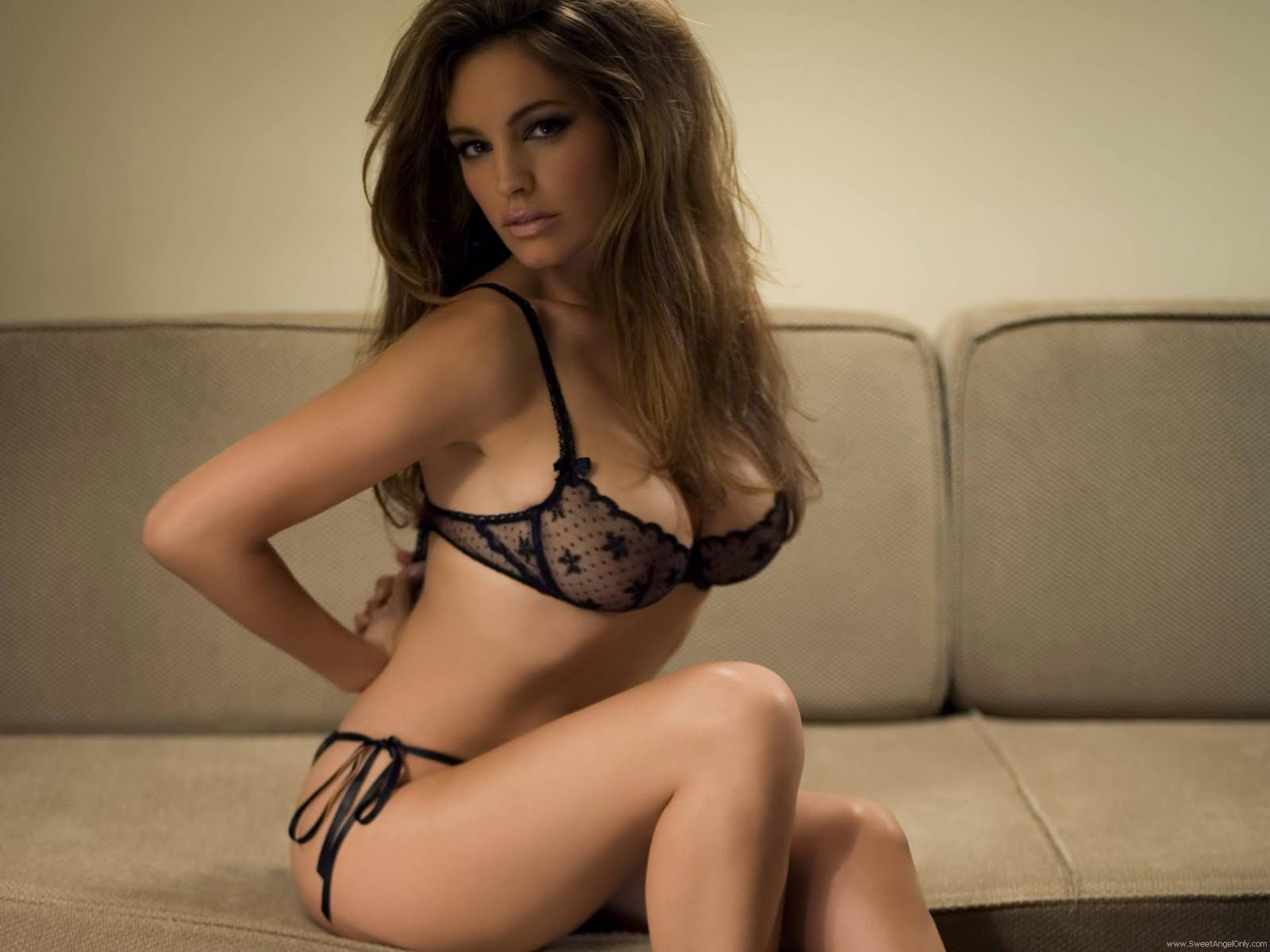 http://2.bp.blogspot.com/-f7br9hUvUcg/TeD5y6aovvI/AAAAAAAAFpI/_2CVJJsnFVw/s1600/kelly_brook_hot_HD_Wallpaper_101.jpg