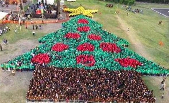 El rbol de navidad m s grande del mundo hecho de humanos for Arbol mas grande del mundo