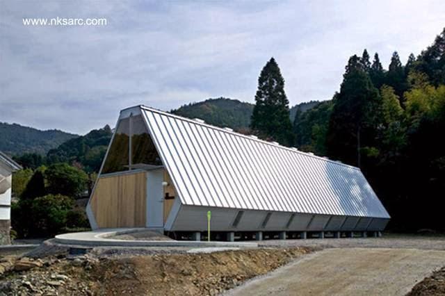 Casa pequeña japonesa de madera forma tubular