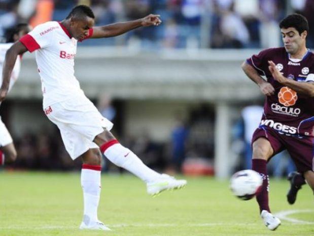 Dúvida antes do jogo, o meia-atacante Jajá foi titular no ataque do Internacional, ao lado de Jô. Ambos tiveram chances porque o time gaúcho estava desfalcado em seu sistema ofensivo