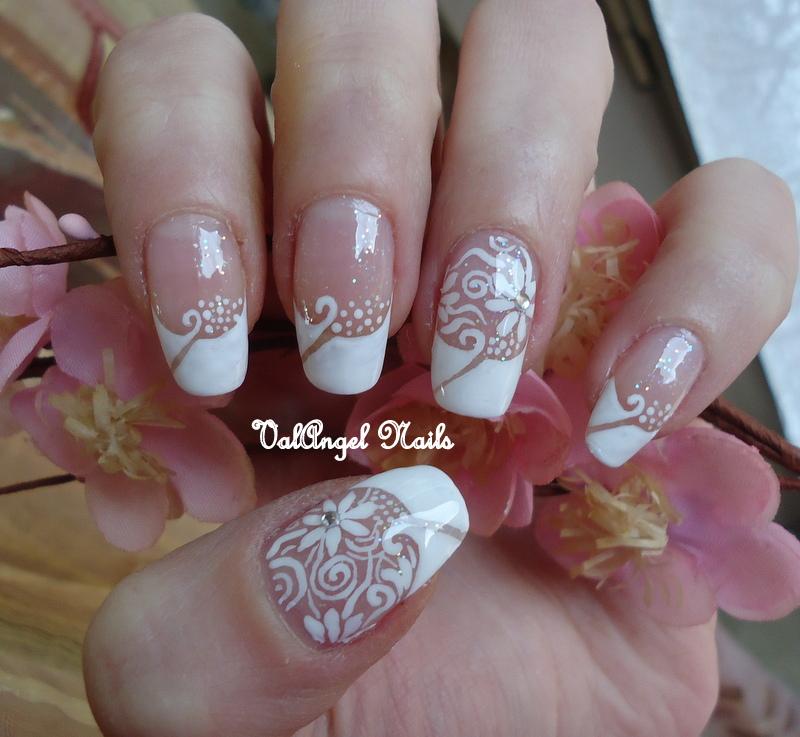 Фото маникюр белый френч с цветами
